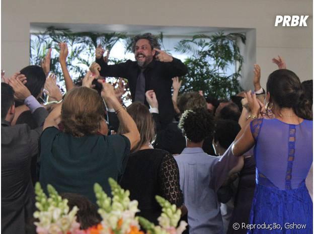 """Parentes de Vicente (Rafael Cardoso) levantam José Alfredo (Alexandre Nero) em """"Império"""", da Globo"""