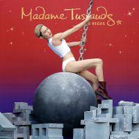 """Miley Cyrus ganha estátua de cera inspirada em cena do clipe """"Wrecking Ball"""""""