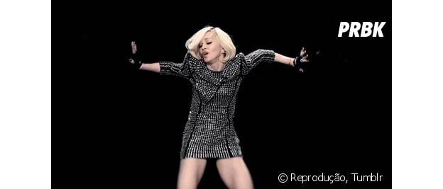 Madonna revela ter namorado o rapper Tupac Shakur.