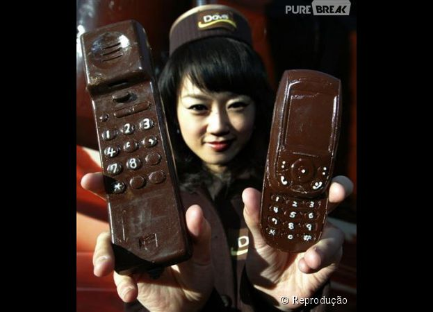 Vai ser meio difícil conseguir usar esse celular de chocolate e não dar uma lambida