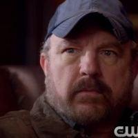"""Em """"Supernatural"""": na 10ª temporada, Bobby volta mais uma vez e está preocupado com Dean"""