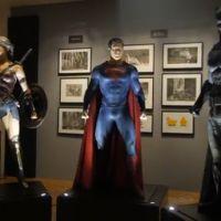 """De """"Batman V Superman"""": novo vídeo mostra uniformes de Batman, Superman e Mulher-Maravilha. Veja!"""