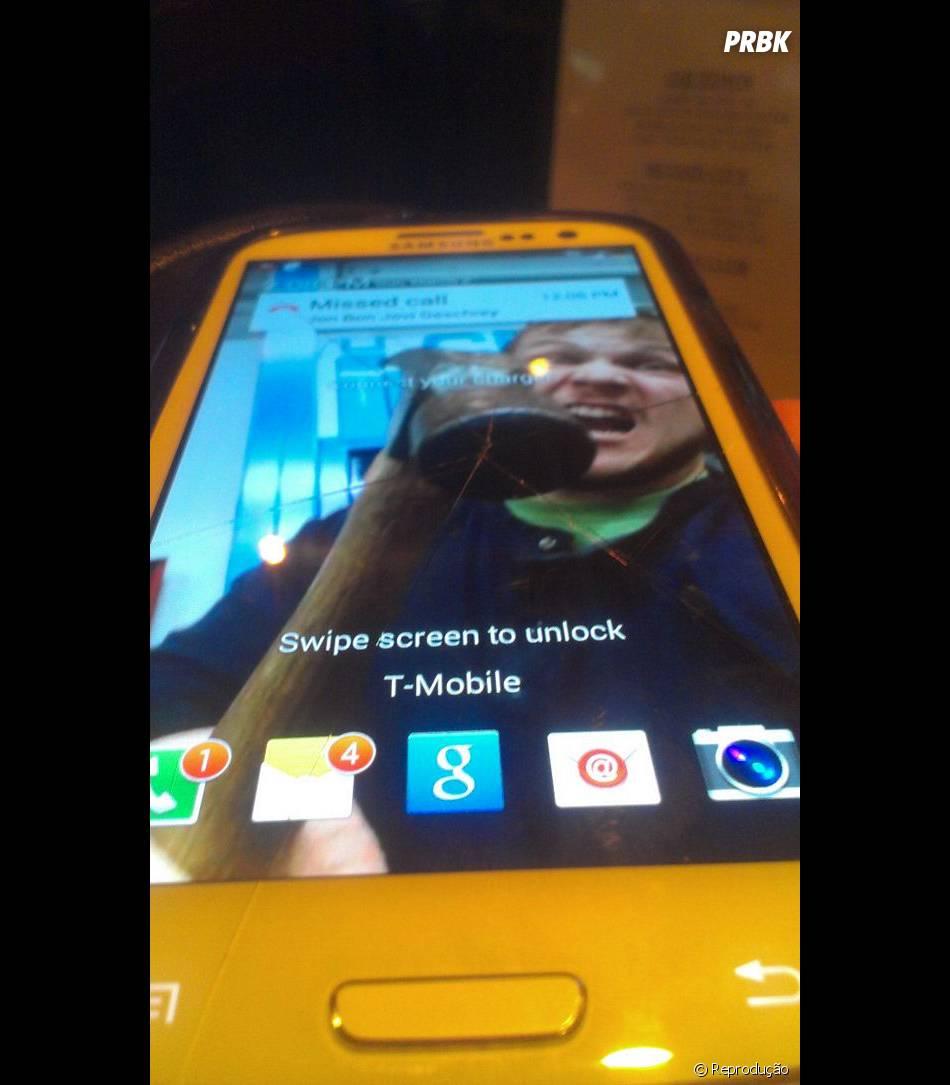 A galera se divertiu ao criar papéis de parede para tela de smarthone quebrada