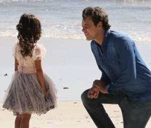 """No último capítulo de """"Alto Astral"""", Caíque (Sergio Guizé) e Laura (Nathalia Dill) terminam grávidos de Bella (Nathália Costa) nasce"""