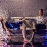 """Elle Fanning, de """"Malévola"""", aparece coberta de sangue nas imagens de seu novo filme!"""