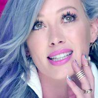 """Hilary Duff usa aplicativo Tinder no clipe de """"Sparks"""" e se diverte com vários boys"""