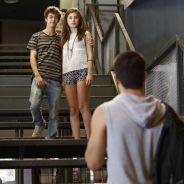 """Novela """"Malhação"""": Duca (Arthur Aguiar) descobre namoro de Bianca com João e morre de ciúmes!"""