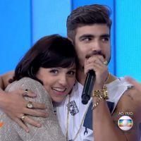"""Caio Castro invade """"Vídeo Show"""" e Monica Iozzi passa mão na bunda do astro de """"I Love Paraisópolis"""""""