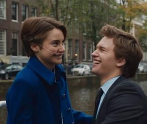 """Hazel Grace (Shailene Woodley) e Augustus Waters (Ansel Elgort) são um casal em """"A Culpa é das Estrelas"""""""