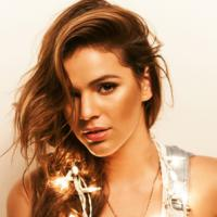 Bruna Marquezine revela 3 itens que não podem faltar na sua bolsa! Descubra!