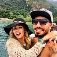 """Aline Gotschalg e Fernando, do """"BBB15"""", trocam alianças e estão mais comprometidos que nunca!"""
