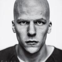 """De """"Batman V Superman"""": Jesse Eisenberg revela o que esperar do vilão Lex Luthor: """"Não é tolo"""""""
