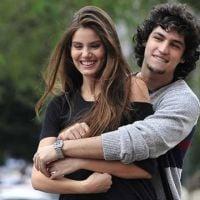"""Novela """"Verdades Secretas"""": Angel (Camila Queiroz) transa com Gui e Alex surta vendo o momento!"""