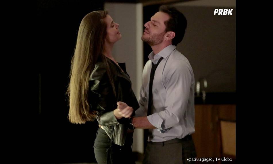 """Angel (Camila Queiroz) vai ficar furiosa ao descobrir relacionamente de Alex (Rodrigo Lombardi) com sua mãe em """"Verdades Secretas"""""""