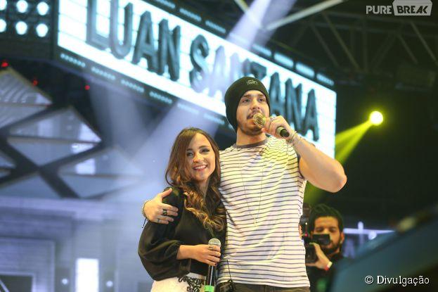 Bárbara Dias ficou derretida ao cantar com Luan Santana em uma das apresentações do cantor no Rio de Janeiro