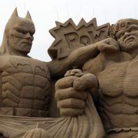 """De """"Batman"""", """"Star Wars"""", """"Piratas do Caribe"""" e outros personagens em esculturas de areia!"""
