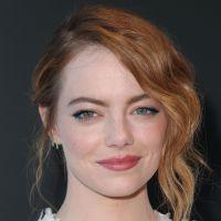 """Emma Stone é destaque em première de """"Homem Irracional"""" e revela segredos do diretor Woody Allen"""