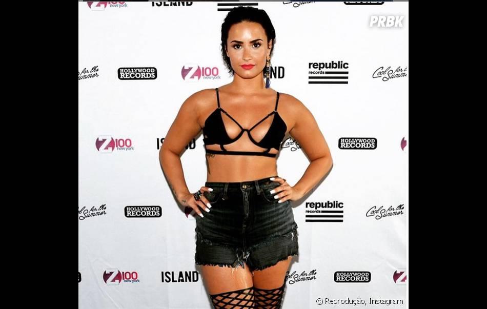 """Demi Lovato sofreu algumas críticas pelo look usado para promover """"Cool For The Summer"""""""