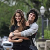 """Gabriel Leone, de """"Verdades Secretas"""", comenta relação de Guilherme e Angel: """"Fase de descobertas"""""""