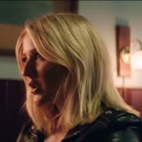 """Ellie Goulding se une a Major Lazer no clipe de """"Powerful"""" cheio de efeitos visuais! Assista"""