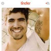 Caio Castro está no Tinder e tem perfil verificado pelo próprio aplicativo. Será que dá match?