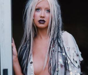 Christina Aguilera volta a ser ousada e mostra os seios no Instagram