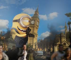 Stuart abraçando o Big Ben em Londres