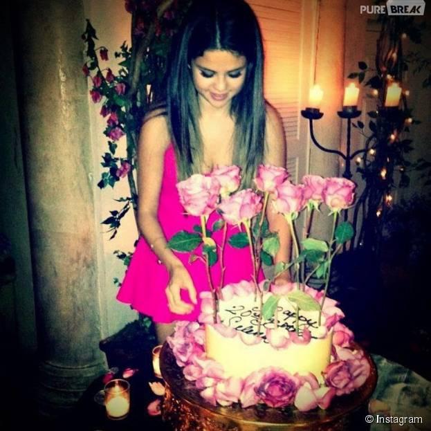 Selena Gomez e seu jardim comestível cheio de rosas. Gostaram?