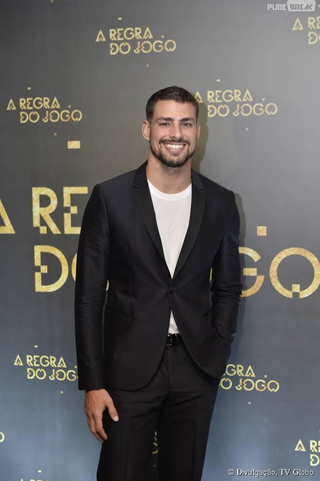 """Cauã Reymond marcou presença na festa de """"A Regra do Jogo"""""""