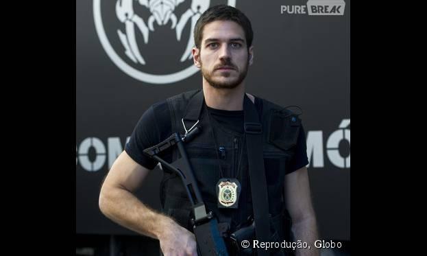 """Marco Pigossi promete mexer com as fantasias do público na pele do policial Dante, de """"A Regra do Jogo"""""""
