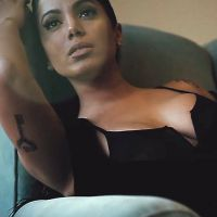 Anitta surge de lingerie e super sexy em ensaio ousado para a marca Harper's Bazaar. Assista!