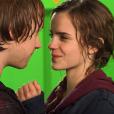 """O beijo entre Hermione (Emma Watson) e Rony (Rupert Grint) em """"Harry Potter"""" precisou ser gravado diversas vezes até que ficasse mais natural porque os dois são muito amigos e acharam estranho"""