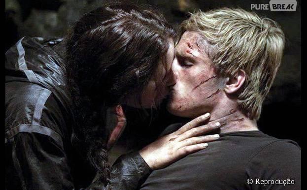 """Katniss (Jennifer Lawrence) e Peeta (Josh Hutcherson) paracem estar bastante apaixonados em """"Jogos Vorazes"""", mas o ator não curtiu beijar a moça durante as gravações"""