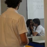"""Novela """"Malhação"""": Rodrigo (Nicolas Prattes) e Luciana se beijam e Luan fica revoltado com a cena!"""