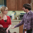 """Bernadette (Melissa Rauch) se sente culpada por esconder segredo de Penny (Kaley Cuoco) em """"The Big Bang Theory"""""""
