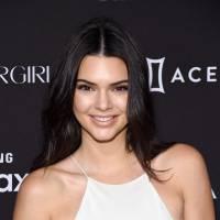 Kendall Jenner deixa piercing no mamilo à mostra ao usar vestido branco em evento. Veja fotos!