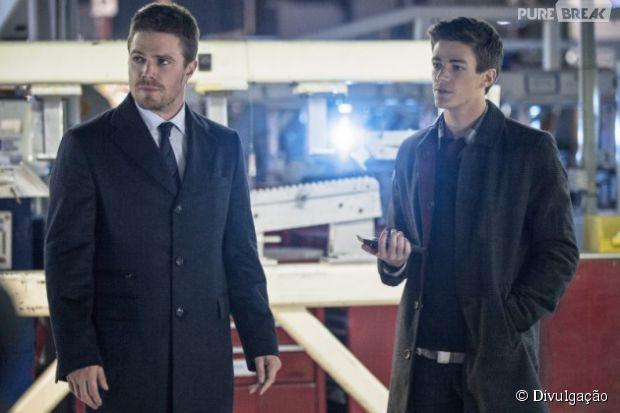 """Séries """"Arrow"""" e """"The Flash"""" juntas? Oliver (Stephen Amell) aparece ao lado deBarry (Grant Gustin) em nova foto!"""