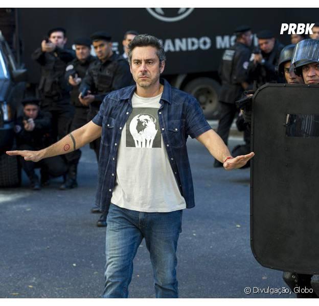 """Em """"A Regra do Jogo"""": Romero (Alexandre Nero) resolve sair da facção após ser vítima de assalto assalto!"""