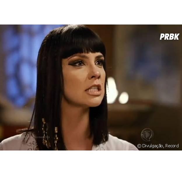 """Em """"Os Dez Mandamentos"""": Nefertari (Camila Rodrigues) explode e pede para que Ramsés (Sérgio Marone) mate Moisés (Guilherme Winter)!"""