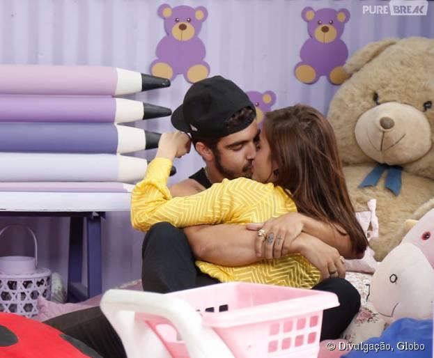 """Margot (Maria Casadevall) e Grego (Caio Castro) conquistaram os fãs de""""I Love Paraisópolis"""" com cenas muito fofas"""