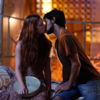 "Novela ""Totalmente Demais"": Eliza (Marina Ruy Barbosa) sonha com Arthur e acaba beijando Jonatas!"