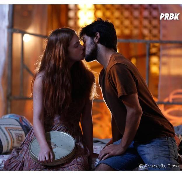 """Em """"Totalmente Demais""""; Eliza (Marina Ruy Barbosa) sonha com Arthur (Fábio Assunção) e acaba beijando Jonatas (Felipe Simas)!"""