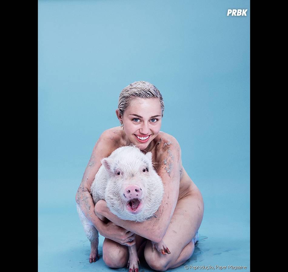 Miley Cyrus e seu porco de estimação, Bubba Sue, diviram as lentes da revista Paper Magazine