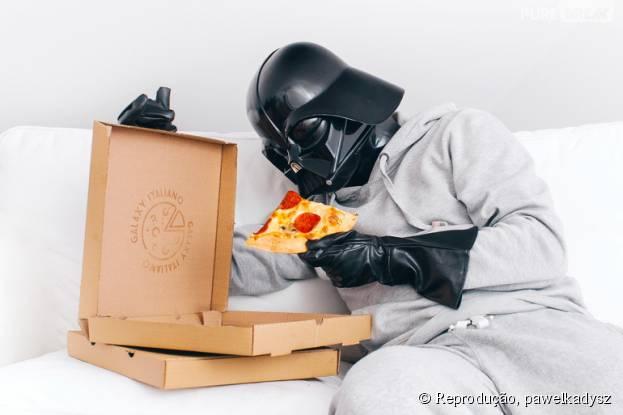 "De ""Star Wars"",Darth Vader também gosta de uma pizza!"