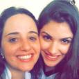 Giovanna Grigio fez várias selfies com as amigas pra se despedir do colégio