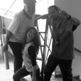 Giovanna Grigio tirou foto com os professores e inspetores em seu último dia de aula na escola
