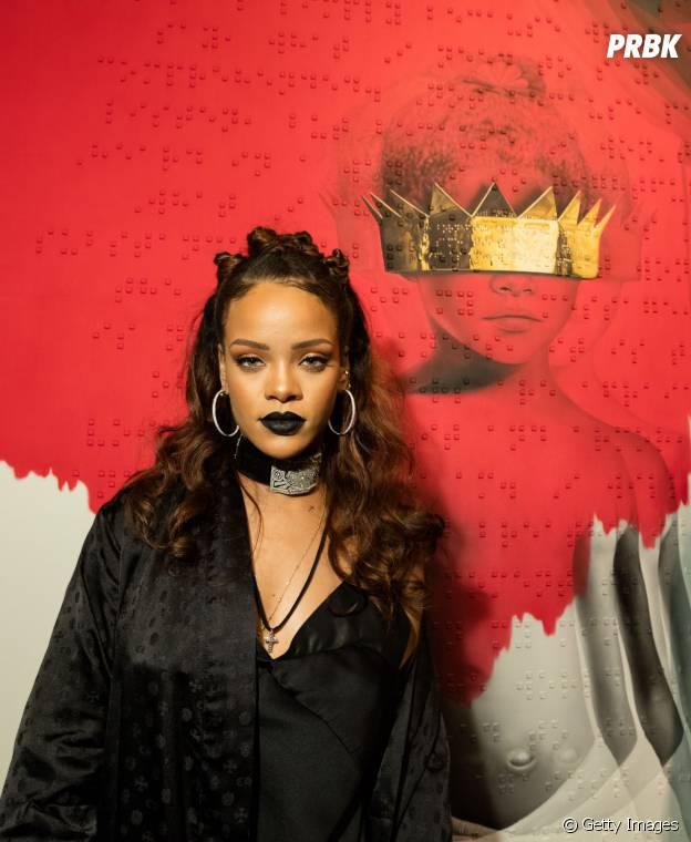 Rihanna sempre investe nas makes mais poderosas possíveis. Ela não poderia ficar fora dessa!