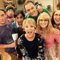 """De """"The Big Bang Theory"""": 20 fotos que comprovam como o elenco da série é super descolado!"""