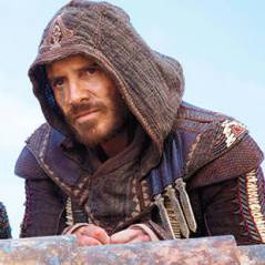 """Filme de """"Assassin's Creed"""": Michael Fassbender aparece vestido como Callum Lynch em nova foto"""