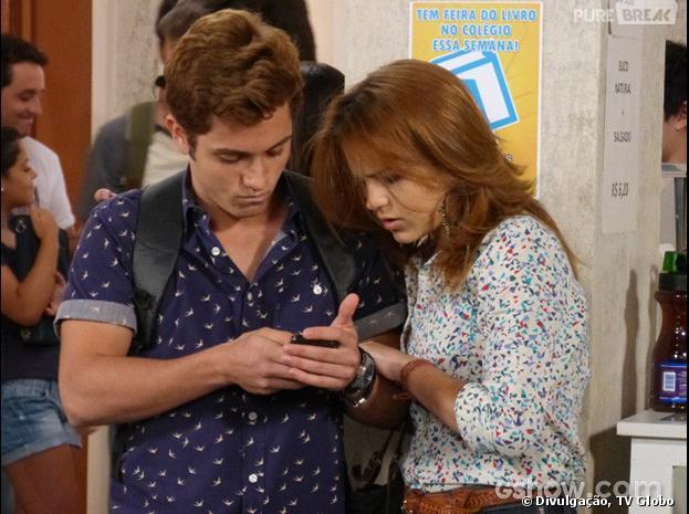 """Serguei (Christian Monassa) mostrará para Anita (Bianca Salgueiro) o vídeo de sua primeira vez em """"Malhação"""""""